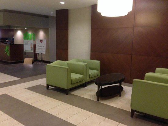 Holiday Inn Burlington Hotel & Conference Centre: Lobby