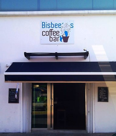 Bisbee's Coffee Bar Cozumel : Easy to find location - just East from Margarittaville on 11 and North side of the street