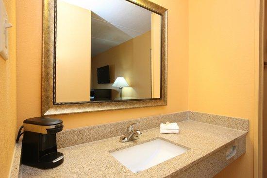 Budgetel Inn South Glens Falls : Grenite Vanity Top