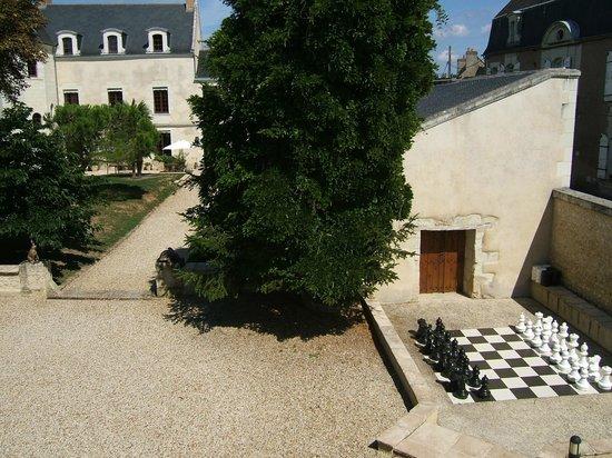 La Maison Aubelle : chess set and games room