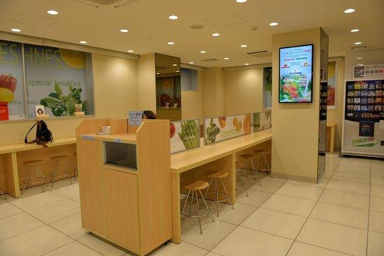 Super Hotel Tokyo Otsuka: Breakfast area