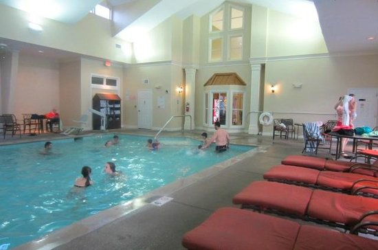 Wyndham Nashville: Pool inside
