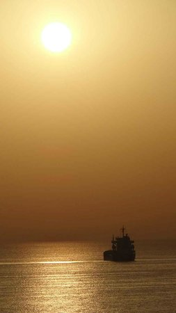 Krasas Beach Apts: The breathtaking sunrise in Larnaca