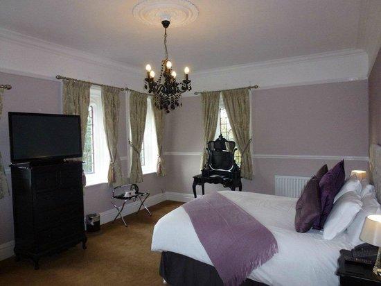 The Royal Oak Hotel: Timeless Style