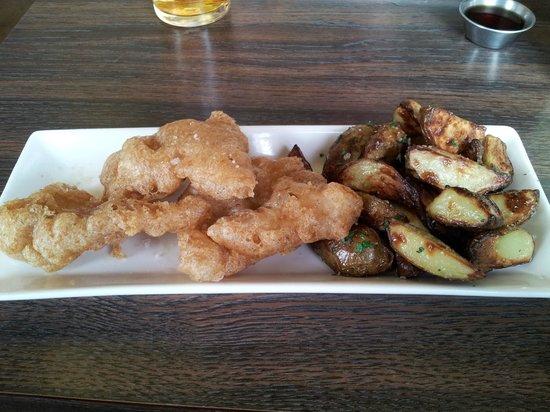 Icelandic Fish & Chips : Fried Cod and crispy potatoes