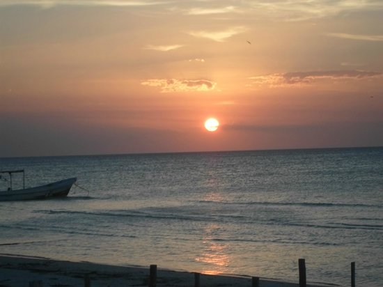 Holbox Hotel Mawimbi: Sunset view from the beach