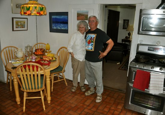 Casa Blanca Bed & Breakfast: These 2 people working together treated us like part of their family.