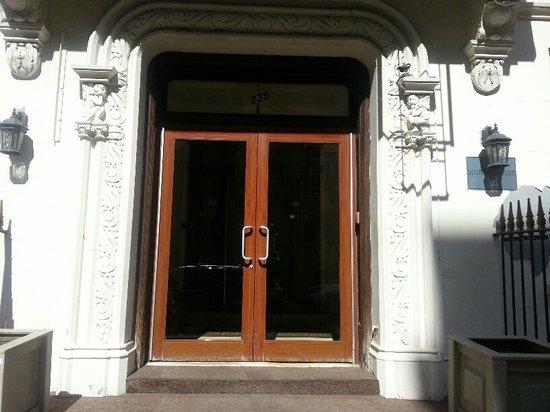 Morningside Inn: Hotel entrance 3