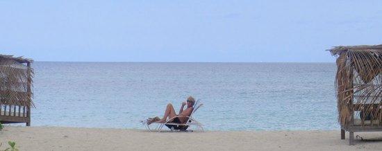Keyonna Beach Resort Antigua: Relaxing on the Beach