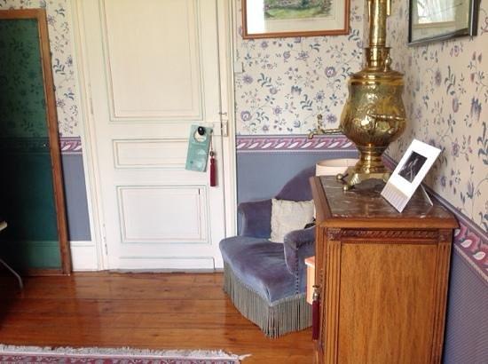 La Peylouse: ante room