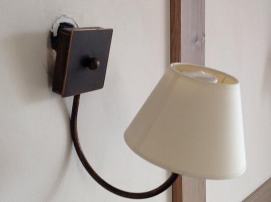 Pierre & Vacances Residence Premium Résidence & Spa : Applique électrique.