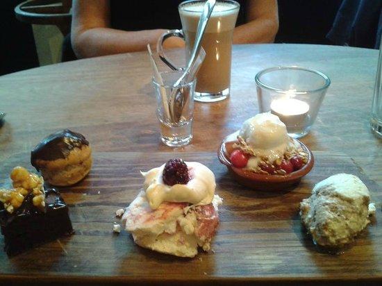 Jamie's Italian: Sample of mini desserts