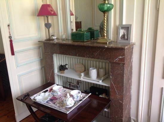 Saint-Venant, Prancis: tea tray.
