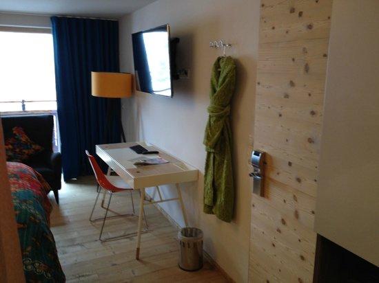 Raffl´s Tyrol Hotel: Schreibtisch Combo