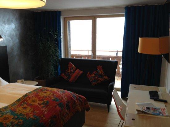 Raffl´s Tyrol Hotel: Sofa / Balkon