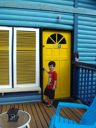 Adventure Eco Villas : My son about to go into our villa