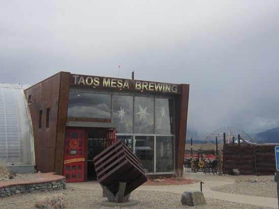 Taos Mesa Brewing: A Bar With a View