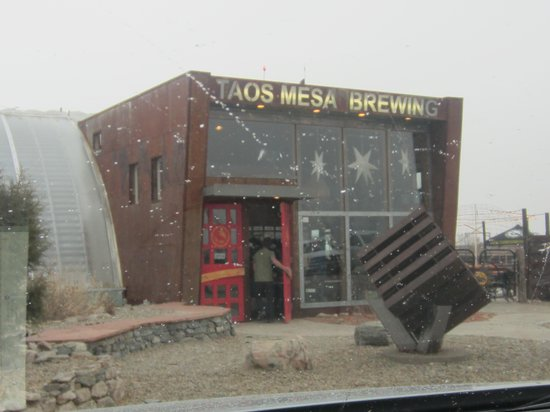 Taos Mesa Brewing: Sun or Snow - A Place to Go