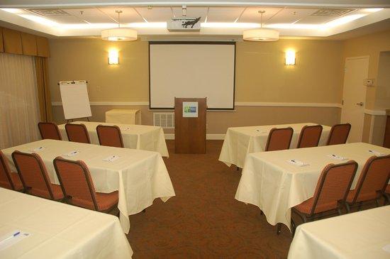 Holiday Inn Express Tifton : Meeting Room