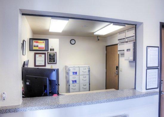 Value Place Topeka : Reception Area