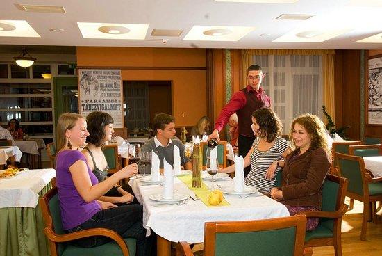 Szent Janos Hotel: SubRosa restaurant