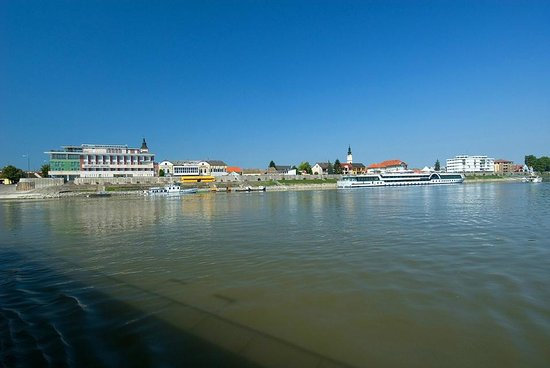 Szent Janos Hotel: Hotel from Danube