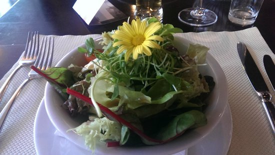 Holiday Inn Bern-Westside : Insalata con fiore