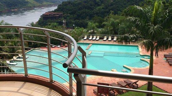 Amerian Portal del Iguazu: La vista de la piscina y el bosque inigualable