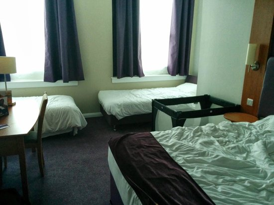 Premier Inn Kidderminster Hotel: THE ROOM