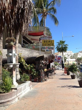 Cabo Cantina: shot from the street