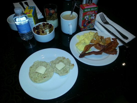 Irvine Marriott: Concierge room breakfast