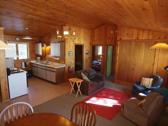 Tuscarora Lodge and Canoe Outfitters: Cabin 3 living area