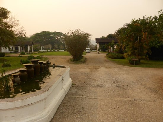 The Grand Luang Prabang Hotel & Resort : The hotel drive