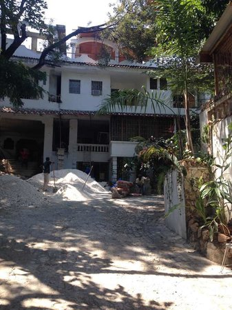 Pacot Breeze Hotel : this is the hotel grounds
