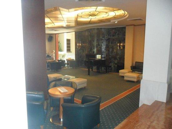 Rodos Palace: Hall de l'hôtel