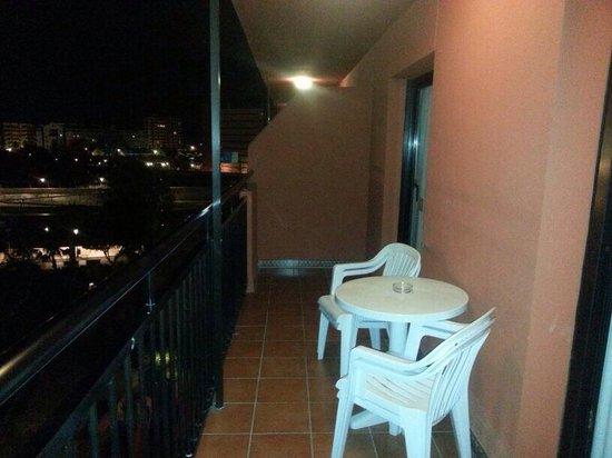 Fuengirola Beach Aparthotel: Clean large balcony