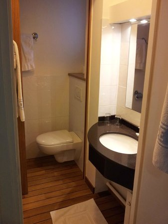 Hotel de Suez: Bathroom