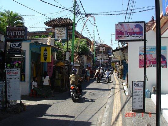Kori Restaurant & Bar : Улица перед рестораном.