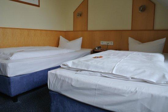 Hotel Am Kaisersaal: 2 Einzelbetten - gerade breit genug