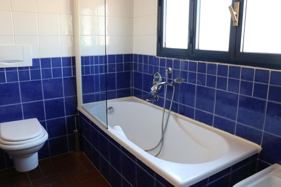 Porta Faenza: Half of the bathroom, separate shower on the otherside