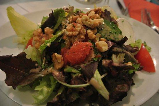 Zum Wenigemarkt 13: Salat mit Walnüssen und Ziegenkäse