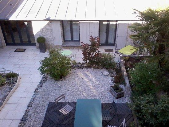 HOTEL DE BIENCOURT : Vue sur le petit jardin intérieur