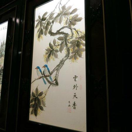 China-Restaurant Golden: Glasmalereien an der Wand