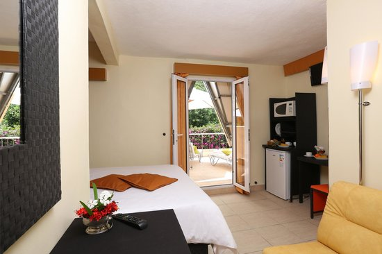 Terroir des Baies Roses Bed & Breakfast: Twin Room with private Terace Mountain View