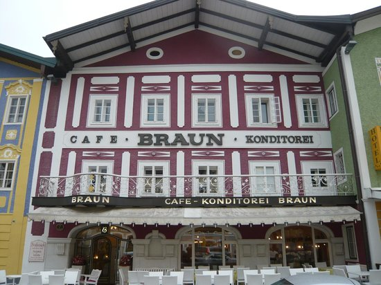Konditorei Braun- Cafe Confectionary: outside of cafe