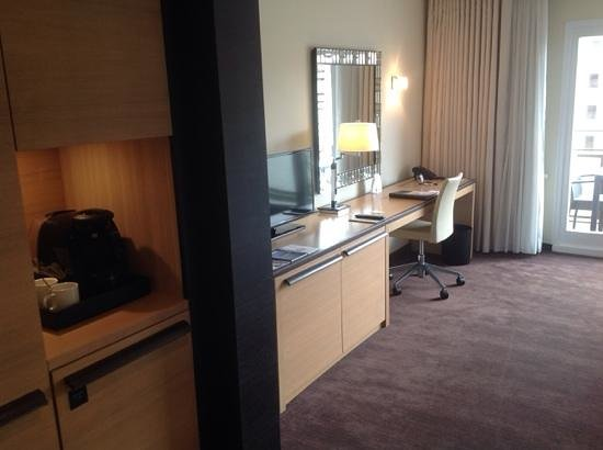 The Westin Grand Berlin: Good work area and coffee machine