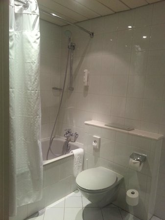 Holiday Inn Dusseldorf Airport Ratingen: Bathroom