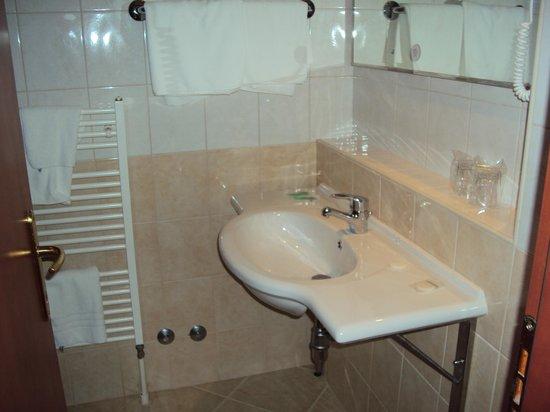 Hotel Vis: Ванная комната
