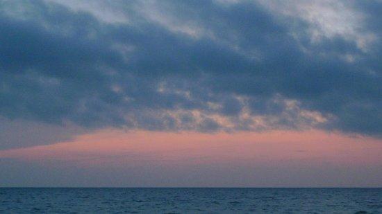 Vanderbilt Beach Resort: Sunset on otherwise cloudy day