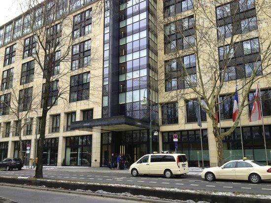 Pullman Berlin Schweizerhof: Außenansicht des Hotels